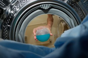 putting-detergent-in-washing-machine-1056073-m